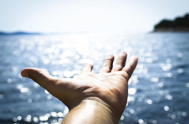 肌のニキビを改善するための4つの方法